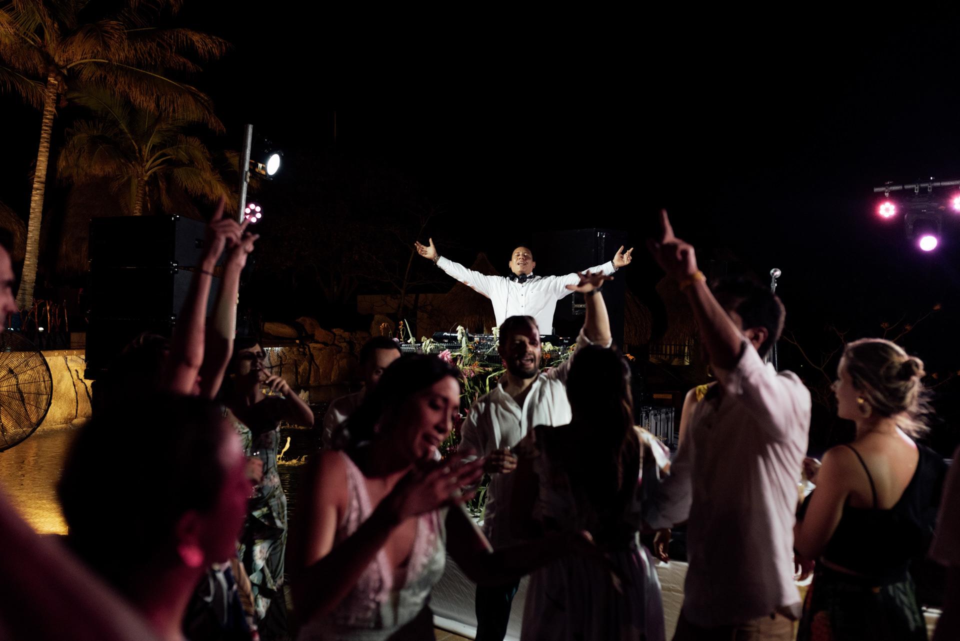 colombia destination wedding dj daniel mieles